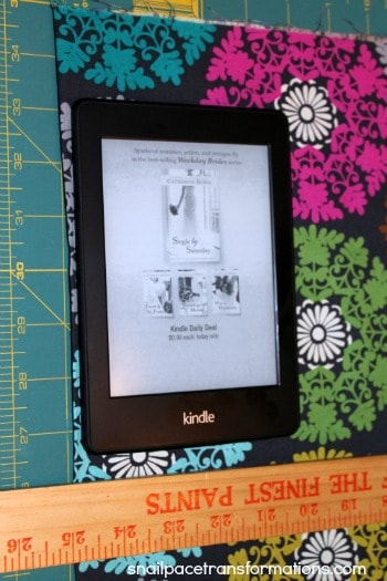 how to cut the fabric for a simple kindle paperwhite case.