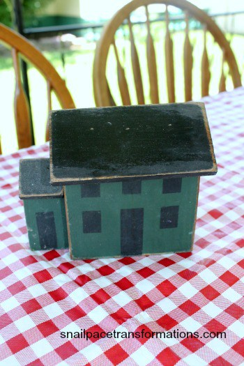wooden primative houses as 4th of July table centerpieces