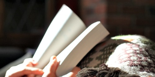 17 ways thrifty bookworms save money on books.